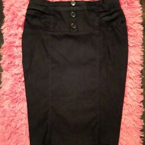 Straigt black pencil skirt with personality